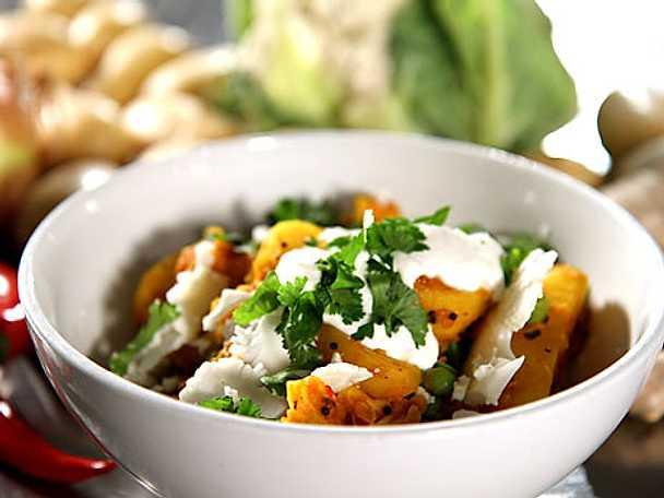 Vegetarisk curry på potatis och blomkål