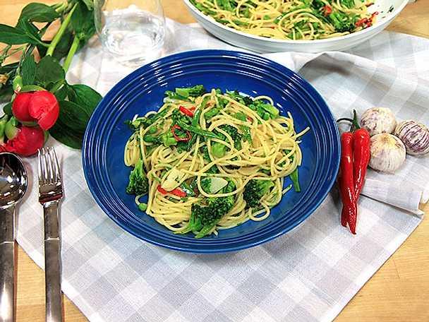 Vegetarisk junipasta med grönsaker