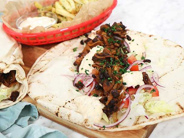 Vegetarisk kebabwrap med örtpommes