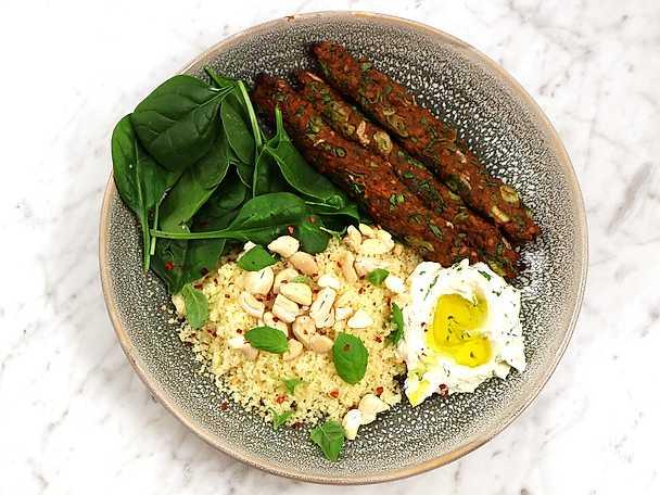 Vegetarisk köfte med couscous