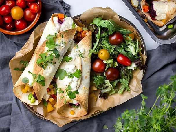 Vegetariska enchiladas med rotsaker och getostkräm