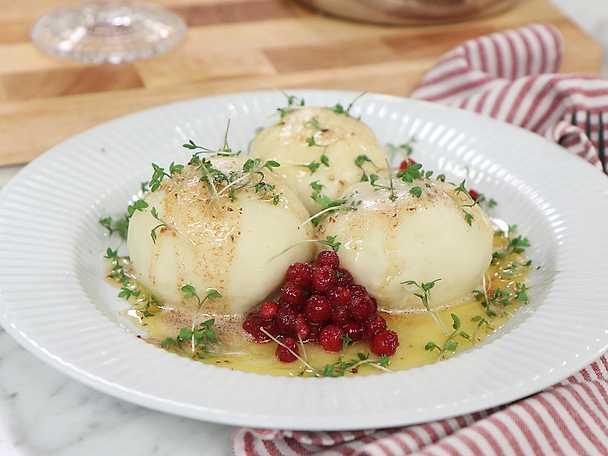 Vegetariska kroppkakor med brynt smör och krasse