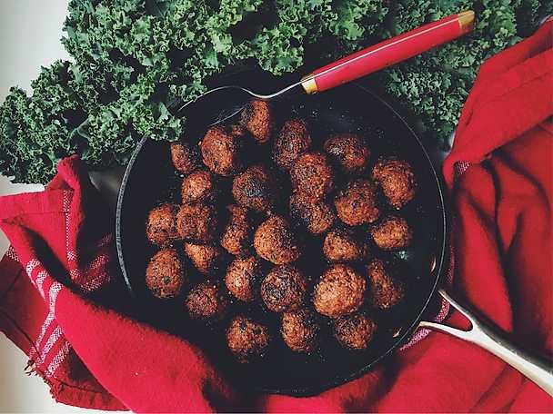 Vegobullar med kryddpeppar och karameliserad lök