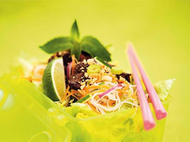 Vietnamesisk nudelsallad med biff