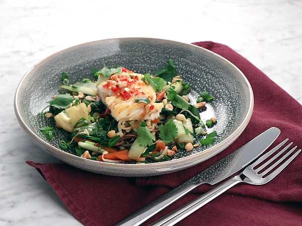 Vietnamesisk torsk med krispig sallad