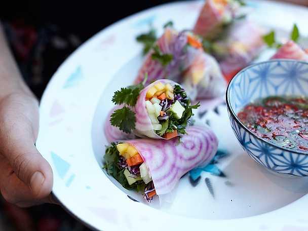 Vietnamesiska spring rolls med dippsås