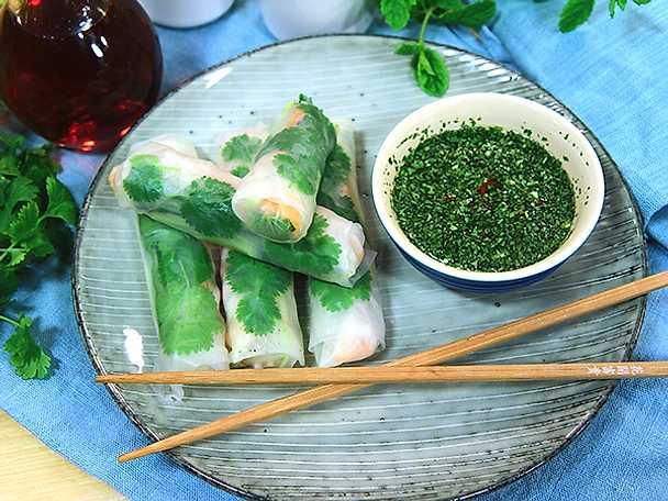 Vietnamesiska vårrullar med nouc cham-dippsås