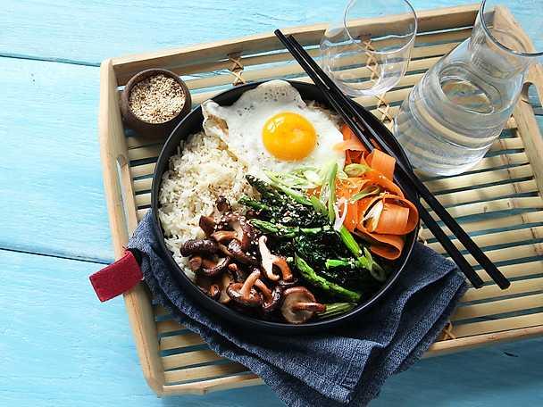 ViktVäktarna Bibimbap med sparris, svartkål och svamp