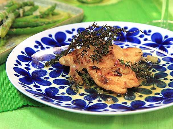 Vinkokt kyckling med sparris och parmesan