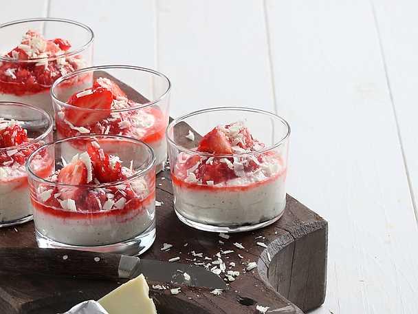 Vit chokladkräm med jordgubbspuré