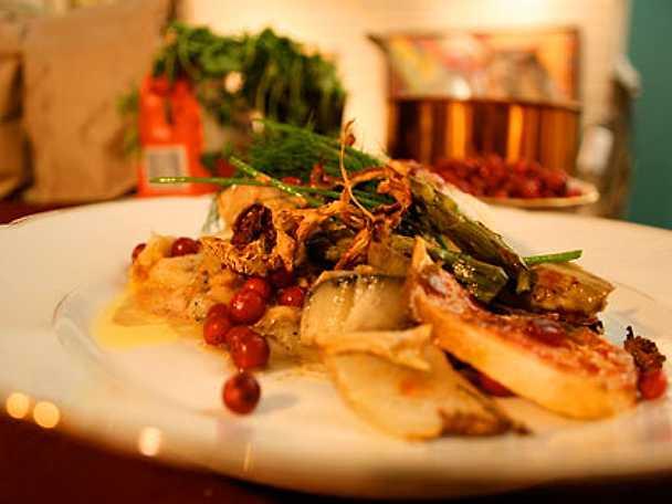 Vithavshajfilé med lingonsås och kantareller