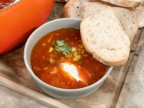Vitlökssoppa med rostat bröd