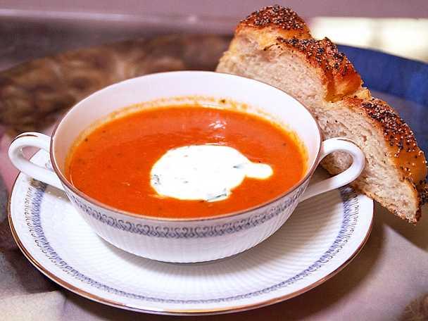 Wictorias vegetariska shabbes-soppa med basilikakräm
