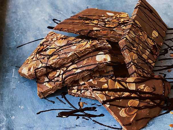 Wienernougatbräck med hasselnötter och mandel
