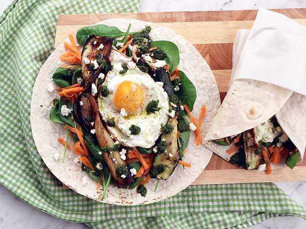 Wrap med stekt ägg, aubergine och chermoula