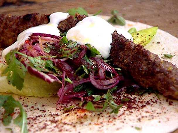 Wraps med grillad lammkebab och pistaschnötter