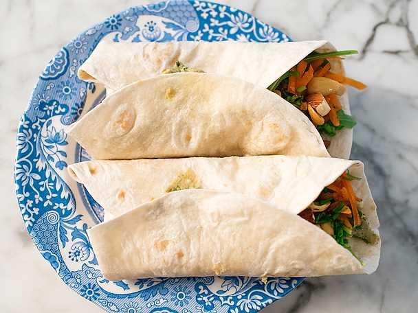 Wraps med hummus och grönt