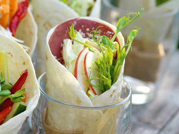 Wraps med renkött och coleslaw