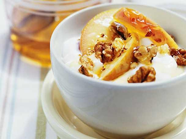 Yoghurt med valnötter och äpplen