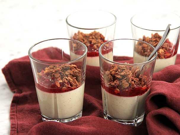 Yoghurtpannacotta med lingonkompott