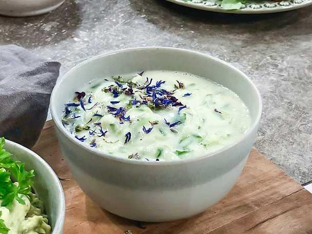 Yoghurtsås med gurka och mynta