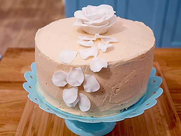 Zebrarandig tårta med körsbär och choklad