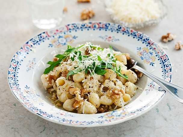 Zeta Pasta med mascarpone, valnötter och rucola