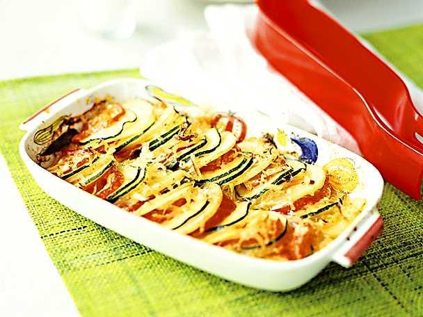 Zucchini con patate e pomodori