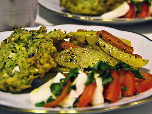 Zucchini- och fetaostbiffar.