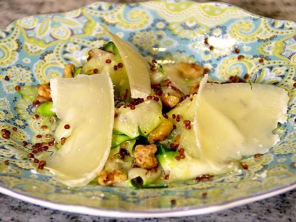 Zucchini- och quinoasallad