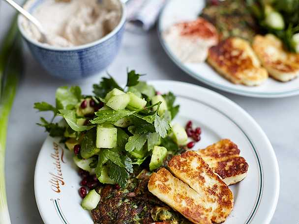 Zucchinifritters med halloumi