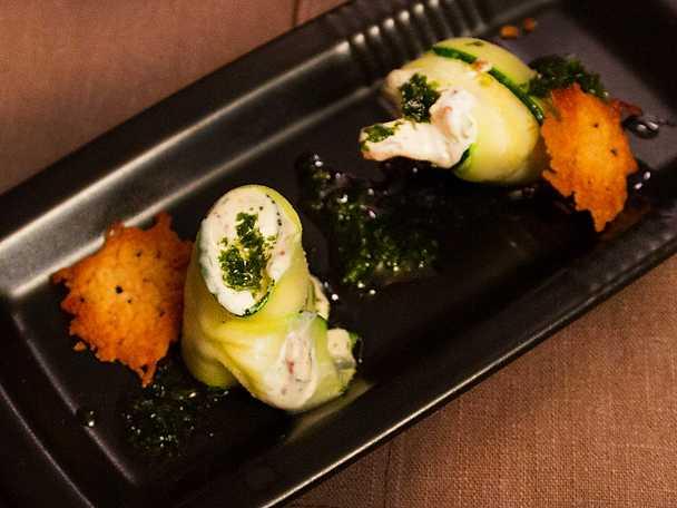 Zucchinirullar med baconröra