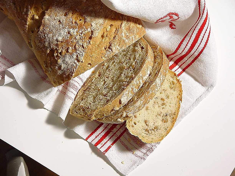 baka bröd med hela korn