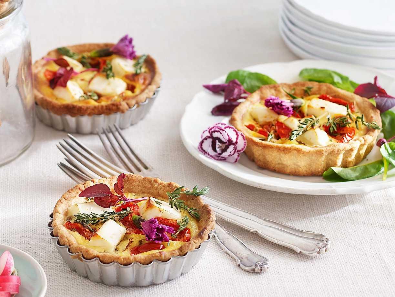 minipajer med fetaost och soltorkade tomater