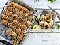 Brytbröd toppade med kryddor och frön